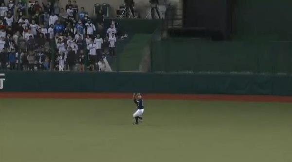 7回裏3栗山犠牲フライ (3)