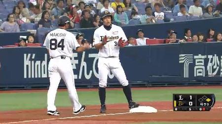 4回裏1糸井ヒット1塁3塁 (1)