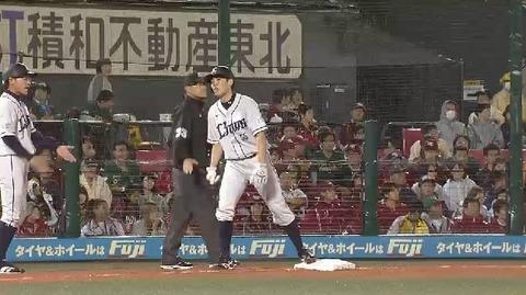 5回表2秋山林崎ヒット1塁3塁 (1)