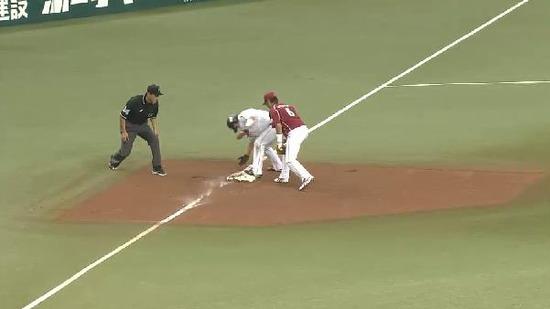 7回裏2代打大崎ヒット満塁 (4)