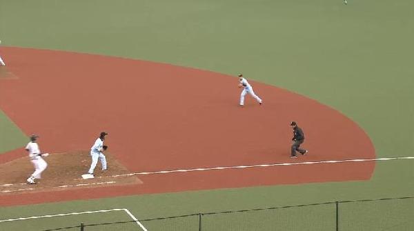 9回裏4秋山セカンドゴロ終了 (3)