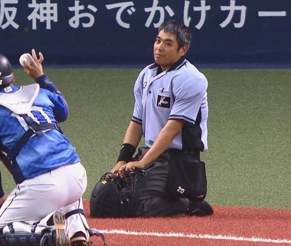 【GIF】森友哉こける 白井球審と武隈ぶつかる