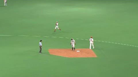 8回表3栗山ヒット1塁2塁 (1)