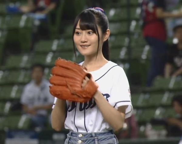 【GIF】小倉唯さんのノーバン始球式wwww