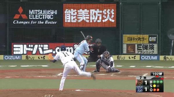 7回表2亀井フォアボール2アウト満塁 (1)