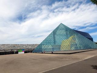 ガラスのピラミッド_01