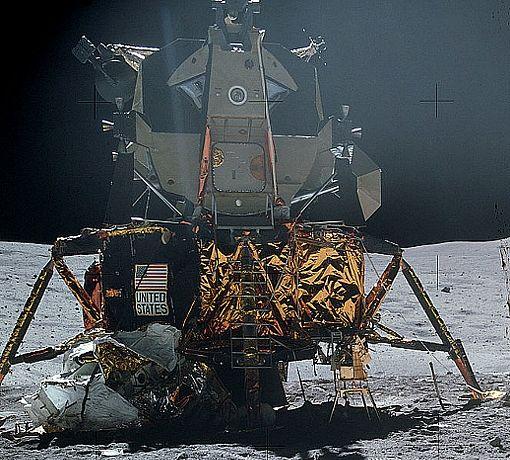 665px-Apollo16LM