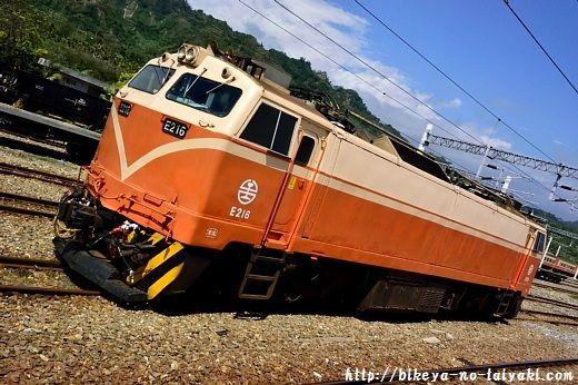 台鉄E200