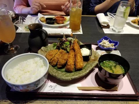 エビフライと豚ヒレカツ定食