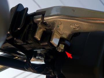 バイカーズ アジャスタブルブレーキレバーの取り付け手順2(左側)