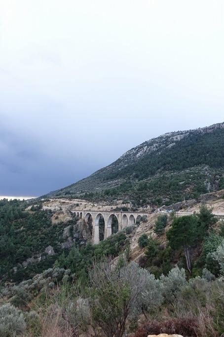 ヴァルダ鉄道橋