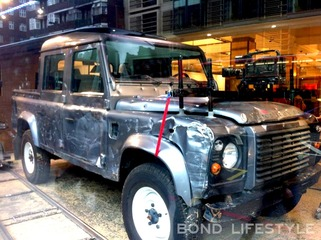 au034-land-rover-defender-110-double-cab-skyfall-harrods