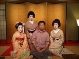 京都の料亭で舞妓はんや芸妓はんと