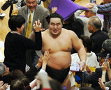 19回目の優勝を決めた横綱朝青龍