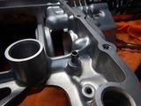 闇を抱えたエンジン組立仕込み作業 (5)