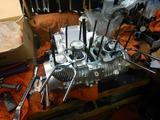 京都K様CB400エンジン組み立てシリンダー挿入 (2)