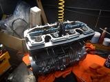 闇から抜け出したエンジンヘッド内燃機加工完了 (8)