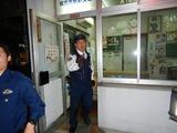 枚方市駅駅前交番24時、職質を強要する男 (4)