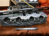 1号機火災復活へ向けてシリンダーヘッド歪み測定 (1)