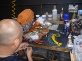 手術後の配線作りの強制労働