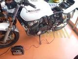 CB400FSバッテリー充電