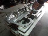 闇を抱えたエンジンヘッドバルブガイド交換 (5)