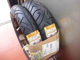 カーボンヘルメットとピレリータイヤ (1)