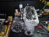 1号機エンジン組立て111006秋 (3)