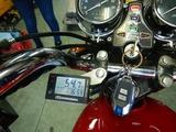 京都様CB400油温計と速度警告灯取付210829 (7)