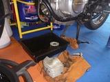 サイドスタンド修理依頼車両エンジン取外し準備完了 (1)