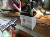 三重M号用バッテリー充電中 (1)