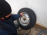ハイエースフロントタイヤパンク修理 (2)