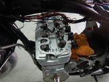 闇を抱えたエンジン三度腰上組立て (1)