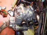 1号機エンジン搭載110810 (4)