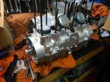 京都K様CB400エンジン組み立てシリンダー挿入 (1)