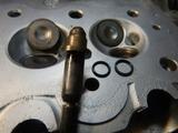 21号機シリンダーヘッド歪測定バルブガイドOリング交換 (3)