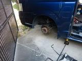 ハイエースフロントタイヤパンク修理 (1)
