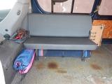 ハイエース後部座席少し移動 (2)