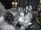 1号機エンジン組立て110810 (1)