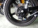 大阪T様マッスル号リアブレーキ構造変更とタンデムステップ取付 (1)