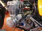 1号機エンジン搭載110810 (3)