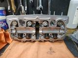 京都K様内燃機加工完了シリンダーヘッド組立 (2)