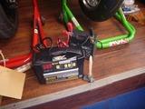 黄色い号バッテリーメンテナンス充電