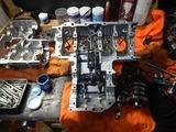 闇を抱えたエンジン組立仕込み作業 (7)