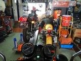 大阪シンプル号継続車検整備バッテリー充電211018 (3)