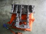 GTH号エンジンクランクケース下拵えリタップ掃除 (2)