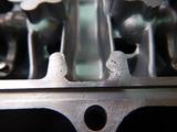 闇を抱えたエンジンヘッドカバー修理 (3)
