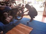 某青い方のバイク磨き (2)