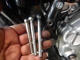 三重U号アルミエンジンハンガーとバックステップ用ボルト (1)
