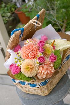 花束とカゴバック